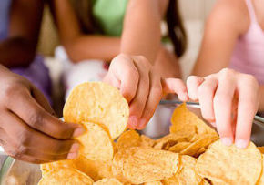 (high res.)high-blood-pressure-s16-photo-of-kids-eating-chips